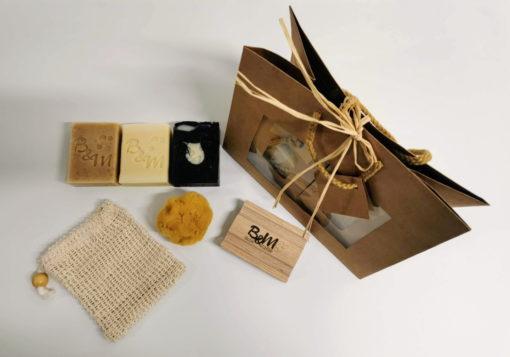 coffret-cadeau-3-savons-biologiques-et-accessoires-bulle-et-maille